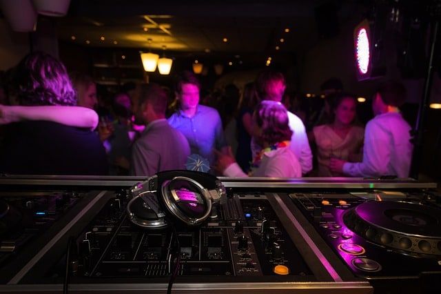 party 2173187 640 - Apprendre à danser en soirée