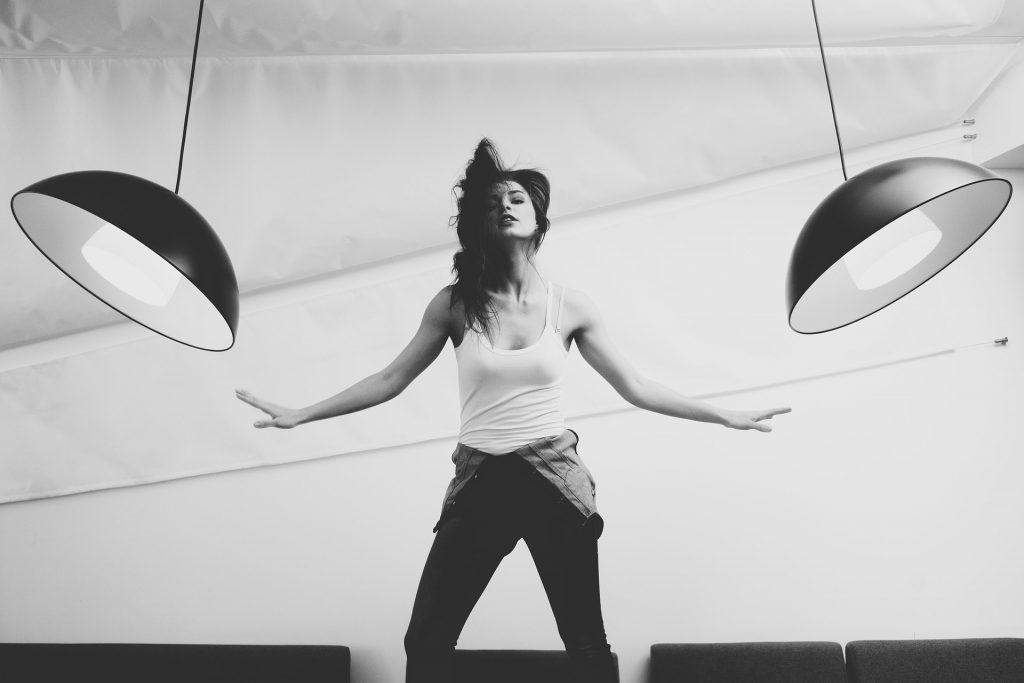 cours particuliers de danse 3 1 1024x683 - Prendre confiance en soi avec la danse