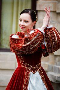 cours danse m%C3%A9di%C3%A9vale 200x300 - Cours de danse Médiévale
