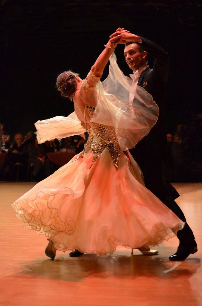 cours particulier danse valse nice 678x1024 - Cours particuliers de danse Valse Nice