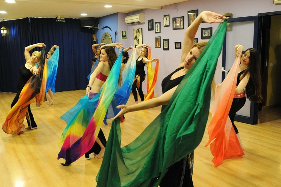 danse orientale cours de danse - Qu'est-ce qu'un Enterrement de Vie de Jeune Fille avec Danse Tous Styles ?