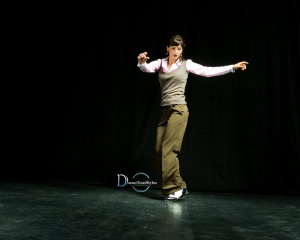 cours professeur de danse claquettes 300x240 - Cours particuliers de claquettes / Tap dance